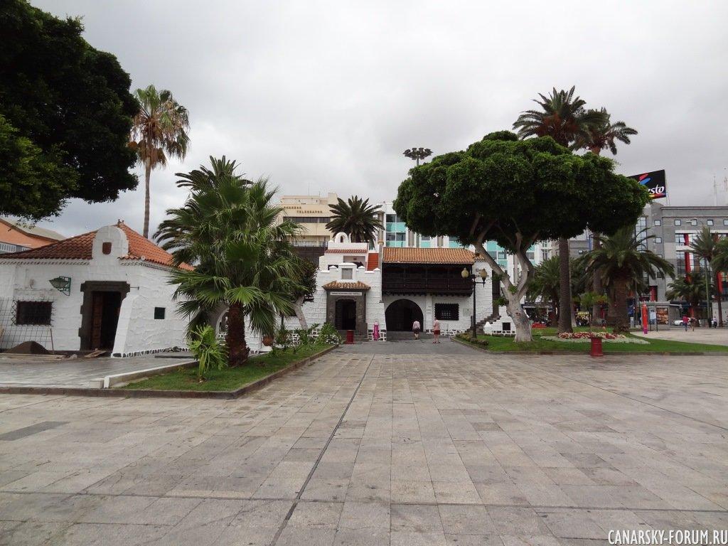 От площади Санта Каталина и идет Бас Туристекс