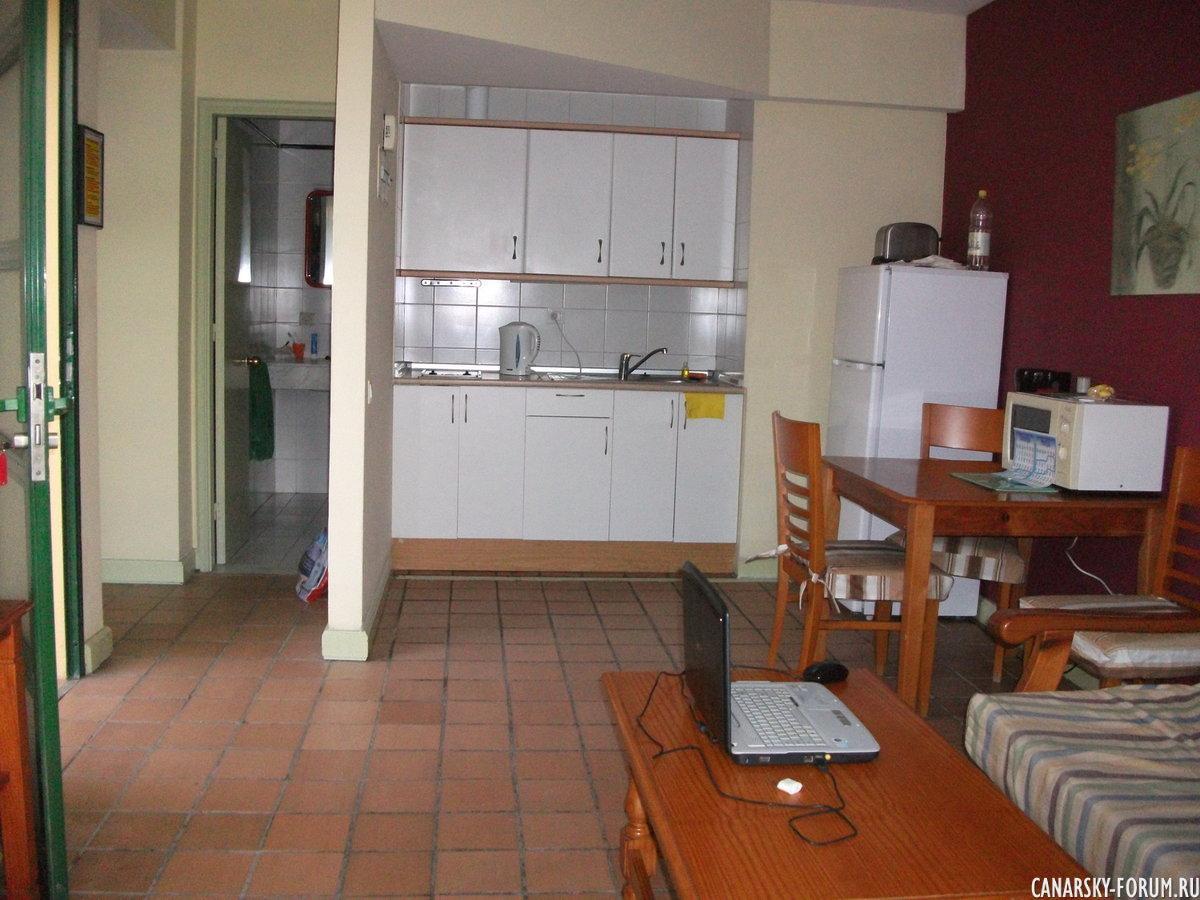 Отель Bungalows El Cardonal, кухня и зал.