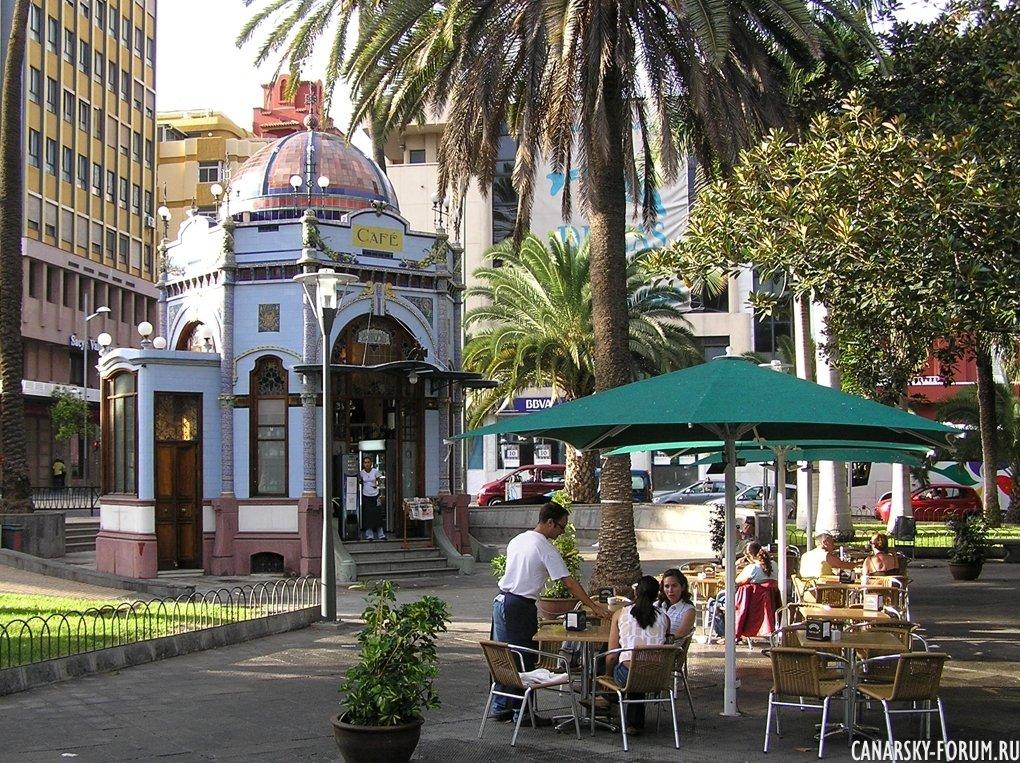 Кафе на площади San Telmo