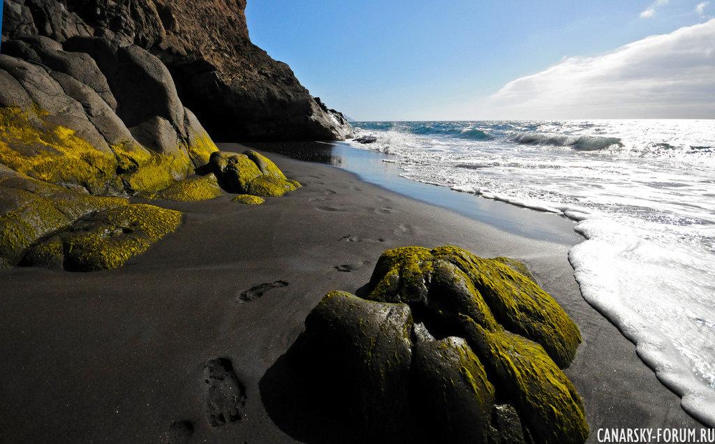 Дикий затерянный пляж...