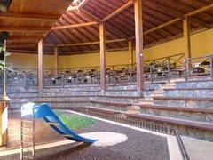 Арена для шоу попугаев