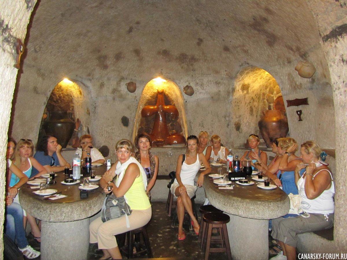 В ресторане-пещере...