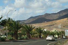 Вот такие оазисы можно встретить вдоль дорог острова.