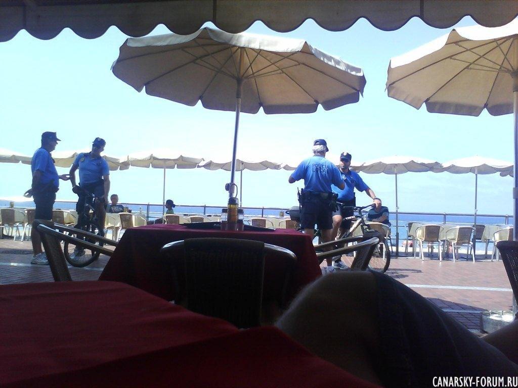 Стражи порядка на пляже Лас Кантерас