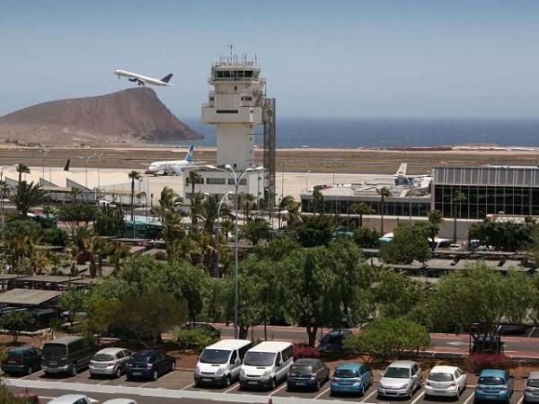 Amenaza-bomba aeropuerto-tenerife-sur-canarias.jpg