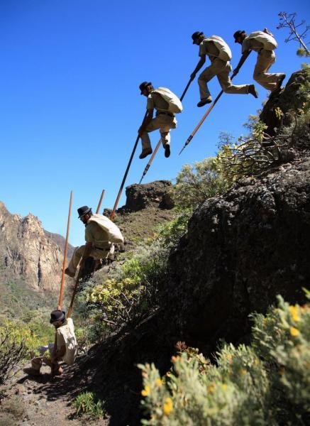 Salto-a-la-banda-y-a-regatón-muerto-Fotos-de-Félix-Santana-Jurria-Jaira-S.B.-de-Tirajana-Gran-Canaria-2009..jpg