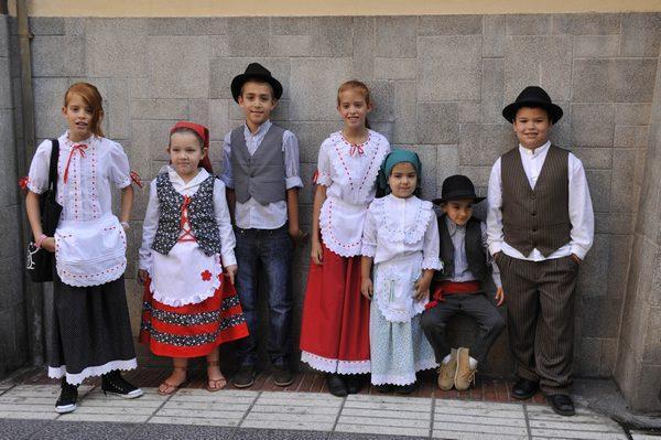 Дети в национальных костюмах.jpg