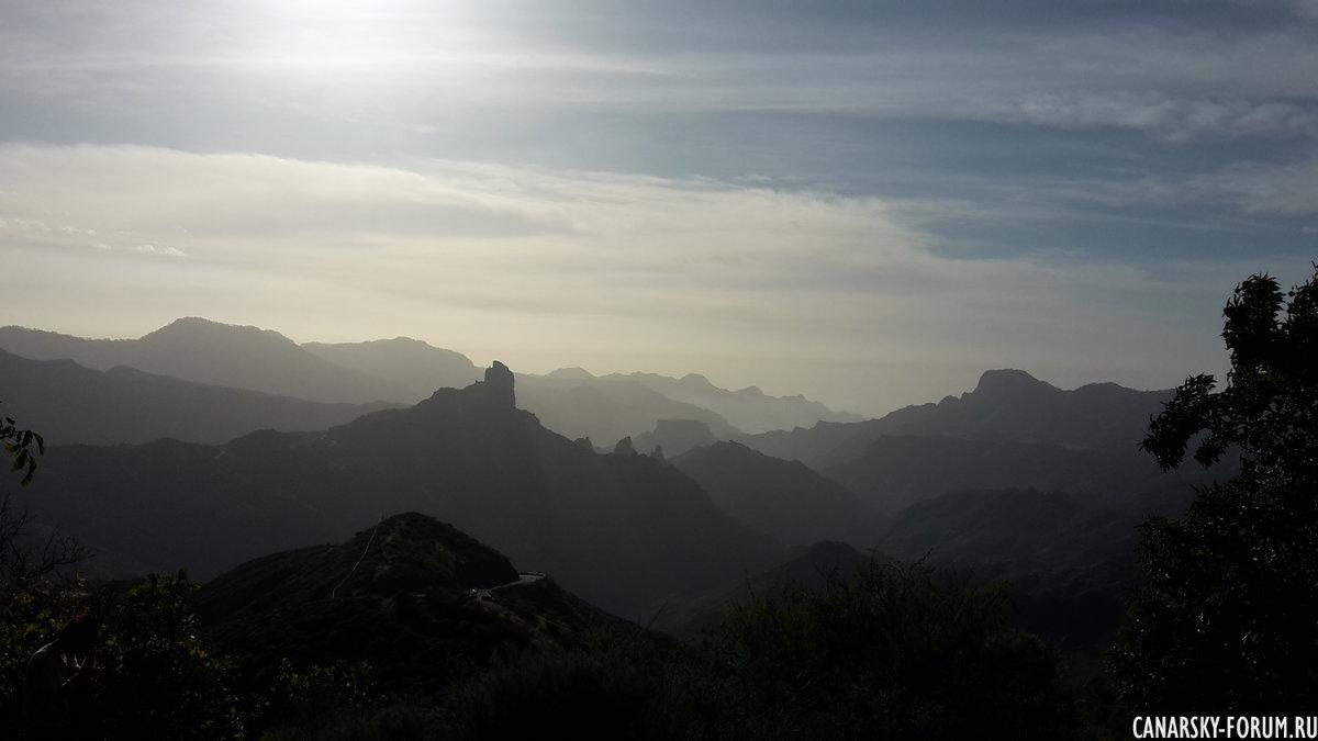 Туманные горы со смотровой площадки Техеды.