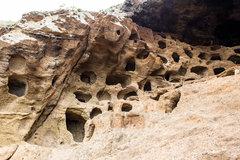 Пещеры в горах